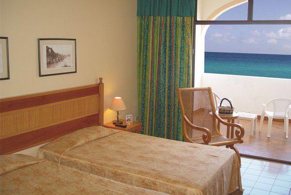 Cuatro Palmas Room