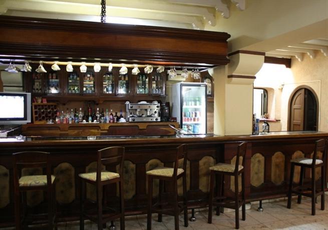 Dos Mares Bar